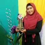 Nora Fitria dosen USM juara umum expo kewirausahaan aceh 2015.jpg